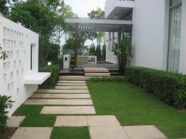 Chăm sóc cỏ cho lối đi sân vườn